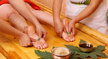 Kneading Ayurveda Treatment at Haritha Ayurveda India
